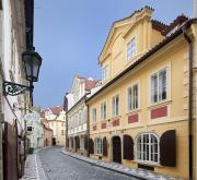 Moderní bydlení ve 300 let starých barokních domech nabízí projekt Míšeňská
