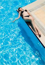 Moderní zahrada se bez bazénu neobejde