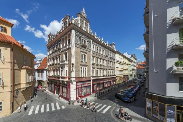 Jilská 2, pražský palác nesoucí stopy Mikoláše Alše i Franze Kafky, soutěží o cenu CIJ Awards