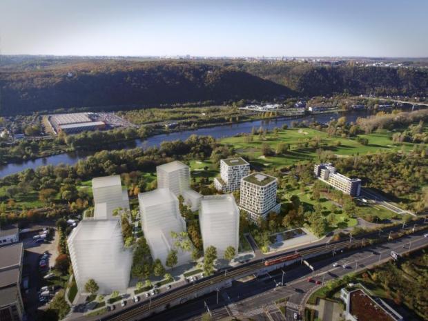Bydlení u Vltavy a golfu táhne