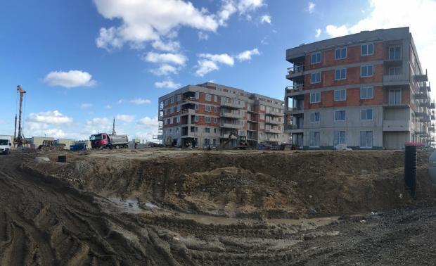 Dokončené hrubé stavby bytových domů D a E v projektu Park Zličín
