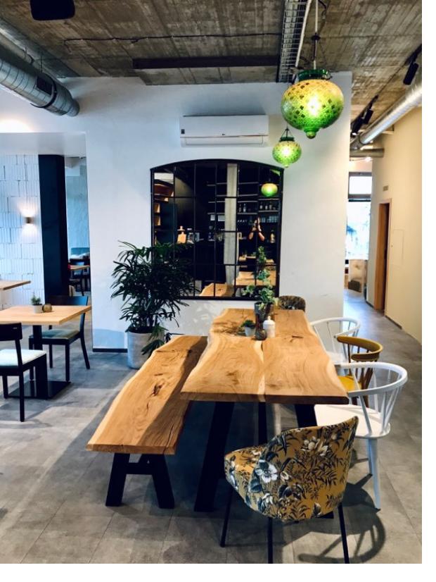 Sedm z 12 luxusních vil v Nových Chabrech je prodaných. Lokalitu provoněla i nová restaurace šéfkuchaře Coizzy