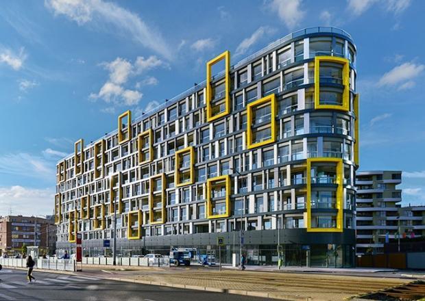 Žlutá a šedá jsou pro Harfa Design Residenci charakteristické